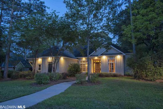 124 South Drive Fairhope, AL 36532